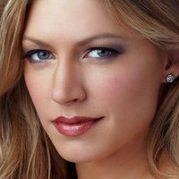 Josslyn 'Joss' Carver played by Jes Macallan