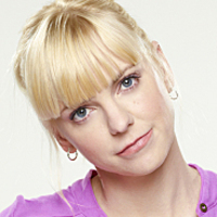 Christy played by Anna Faris