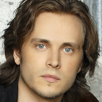Avery Davis played by Jonathan Jackson
