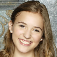 Maddie Conrad  played by Lennon Stella