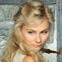 Scarlett played by Clare Bowen