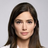 Dr. Lauren Bloom played by Janet Montgomery