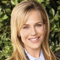 Stephanie Powell played by Julie Benz
