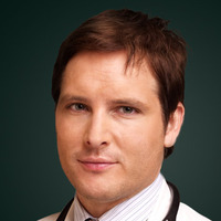 Dr. Fitch Cooper played by Peter Facinelli