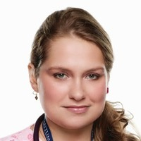 Zoey Barkow played by Merritt Wever