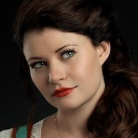 Belle/Lacey played by Emilie de Ravin