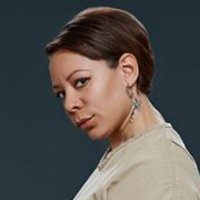 Gloria Mendoza played by Selenis Leyva