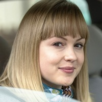 Hollyplayed by Kimberley Nixon