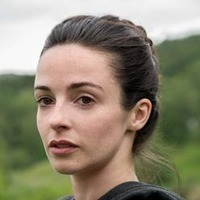 Jenny Fraser played by Laura Donnelly (III)