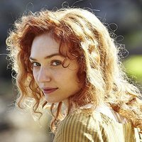 Demelza Carne played by Eleanor Tomlinson