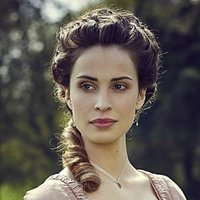 Elizabeth Poldark played by Heida Reed