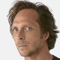 Alexander Mahoneplayed by William Fichtner