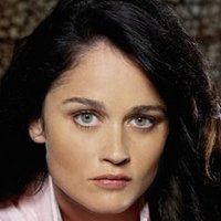 Veronica Donovan played by Robin Tunney