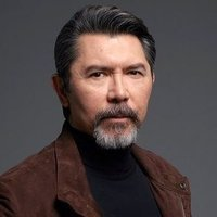 Gil Arroyo played by Lou Diamond Phillips