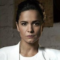Teresa Mendoza played by Alice Braga