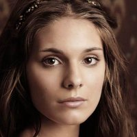 Kenna played by Caitlin Stasey