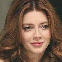 Louise Ellisplayed by Elena Satine