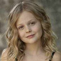 Young Amanda played by Emily Alyn Lind