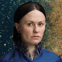Nancy Holt played by Anna Paquin
