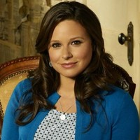 Quinn Perkins played by Katie Lowes