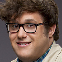 Sylvester Dodd played by Ari Stidham