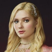 Chanel #5 played by Abigail Breslin