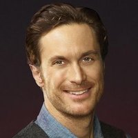 Wes Gardner played by Oliver Hudson