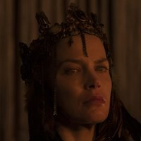 Queen Kane  played by Sylvia Hoeks