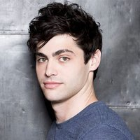 Alec Lightwood played by Matthew Daddario
