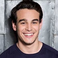 Simon Lewis played by Alberto Rosende