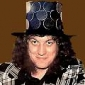 Noddy Holder played by Noddy Holder
