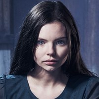 Ryn played by Eline Powell
