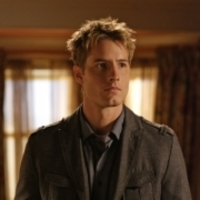 Oliver Queen played by Justin Hartley