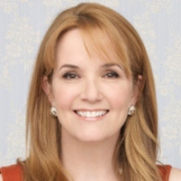 Kathryn Kennish played by Lea Thompson
