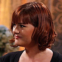 Dr. Stephanie Barnett played by Sara Rue