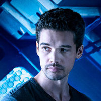 Jim Holden played by Steven Strait