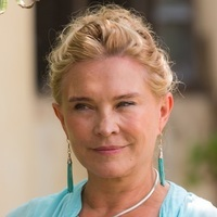 Dr. Lydia Fonseca played by Amanda Redman
