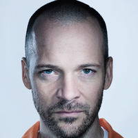 Ray Seward  played by Peter Sarsgaard