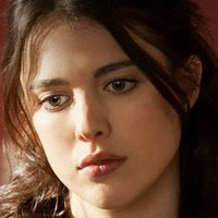 Jillplayed by Margaret Qualley