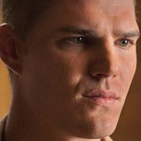 Tom Garveyplayed by Chris Zylka