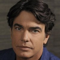 Sandy Cohenplayed by Peter Gallagher
