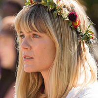 Mary Cox played by Emma Greenwell
