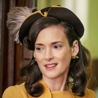 Evelyn Finkel played by Winona Ryder