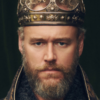 King Henry Tudor played by Elliot Cowan