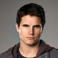 Stephen Jameson played by Robbie Amell