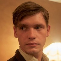 Leonard Vole played by Billy Howle