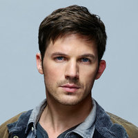 Wyatt Logan played by Matt Lanter