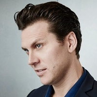 Jay Geils played by Hayes MacArthur