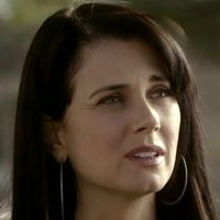 Isobel Flemming played by Mia Kirshner