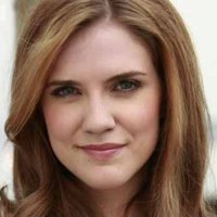 Jenna Sommers played by Sara Canning